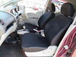 ブラックのシートがクールな内装です。気になるような汚れなどもなくまだまだキレイですよ♪