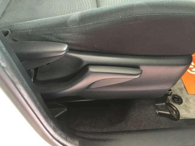 座席は前後上下と調節ができます。体に合わせて運転しやすい位置に調節できるため便利ですね。
