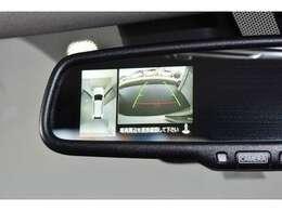 マルチアラウンドモニター(全周囲カメラ)付ルームミラー装備☆真上から見下ろしているような映像で駐車をサポートします♪ステアリングガイドライン表示機能付き!