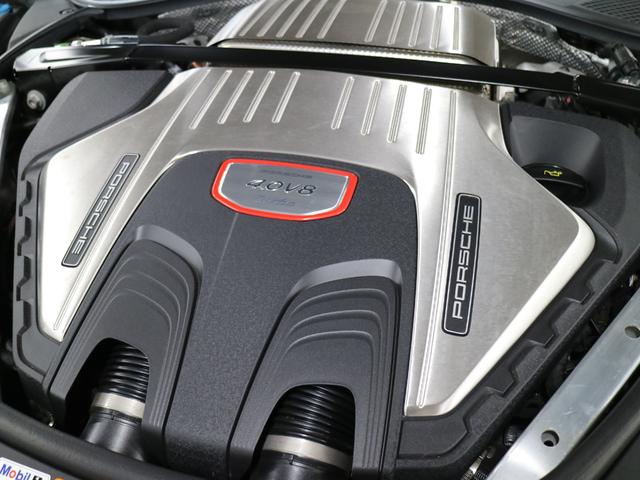 4.0LV8ターボエンジン(404kW/550HP)
