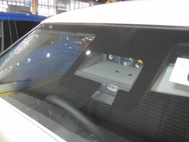セーフティパッケージ装着車で、デュアルセンサーブレーキサポート、誤発進抑制機能、車線逸脱警報、ふらつき警報、先行者お知らせ機能、ハイビームアシスト、アダクティブクルーズコントロールなどが装備です