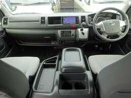 トヨタセーフティセンス/6速AT/運転席エアバッグ/ABS/VSC/スマートキー/イモビライザー/フロントオートエアコン/リヤクーラー/リヤヒーター/純正ETC/純正フロアマットが装備されています。