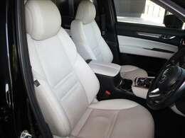 座り心地の良さとサポート性能に優れたフロントシートです。電動式のレザーシートです。高級感漂う内装も魅力のLパッケージです。