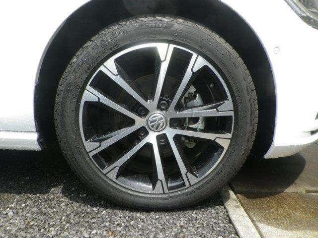 純正17インチアルミ!タイヤサイズは225/45R17です