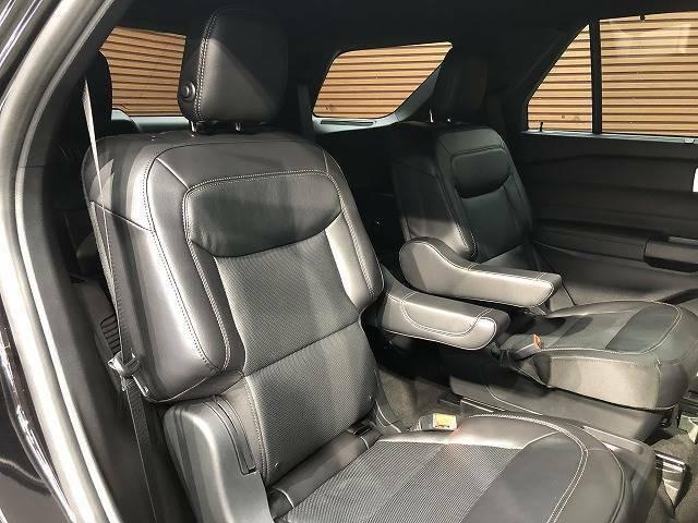 セカンドシートはキャプテンシートを採用。