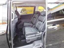 プライムスムースコンビ7人乗りプレミアムクレードルシートです。LEDウェルカムライト付パワースライドドア。