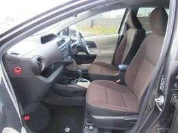 シートの色はアースブラウンです☆シートバックを高くしたゆったりサイズのシートです♪