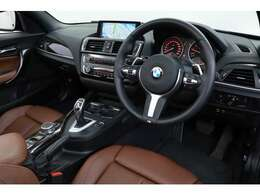 インテリアはブラウンレザーを採用しており、ドイツ車らしい洗練された雰囲気を作り出しております。