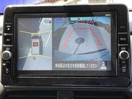 空から見下ろしたようなアラウンドビューモニターです☆狭い駐車の時もとても便利です♪また、接近を音で知らせてくれるコーナーセンサーも付いてます。