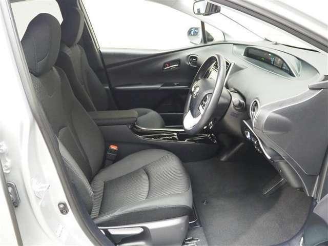 フロントシートです。シート、ハンドルは前後・上下に調節可能です!ご自身に合ったポジションに合わせやすいです!