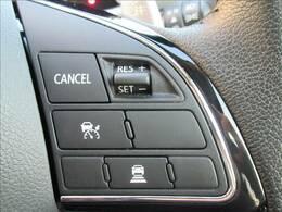 【レーダークルーズコントロール】装備車両です。レーダーやカメラを使って前を走るクルマの状況を検知して速度を調整してくれます。遠距離ドライブの高速道路などでは大活躍で疲労軽減に役立ちます。