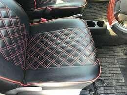 セールスポイントの1つの、このシートカバー!装着後、ほぼ未使用のお買い得装備です!