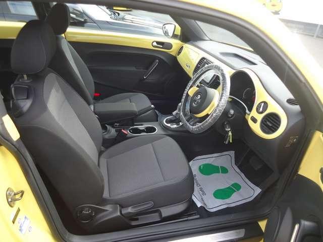 ドイツ車ならではのガッチリとした肌触りも良くホールド感のあるシートです。長時間の運転でも疲れにくい構造になっております。
