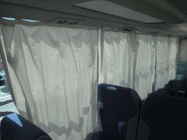 カーテンも付いてUVをカットします