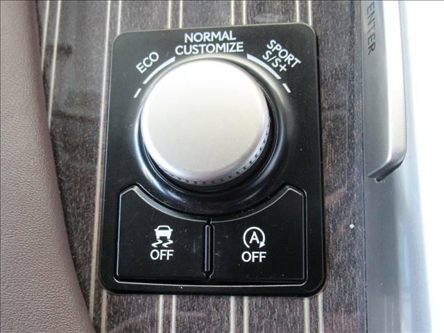 アイドリングストップ機能】で無駄なアイドリングを無くし燃費向上に努めます。