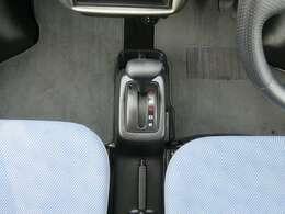 AT車でシフト周りはスッキリしていますので運転しやすいです!
