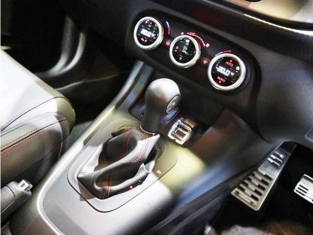 直感的な操作が可能なスイッチ類!D/N/Aのドライブセレクトは変えるだけでガラッと違う一面を見せてくれます!