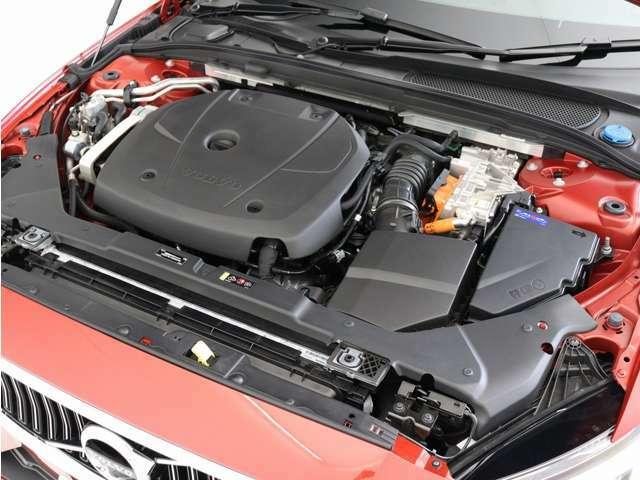 T6 Twin Engine AWDは、可能な限りスムーズで効率的な走りができるように、ガソリンエンジンと電気モーターのどちらか一方、または両方を自動で選択します。