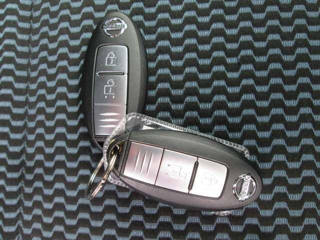 インテリジェントキーですのでポケットやかばんに入れたままでもドアに付いているボタンを押してキーの開閉が出来ます!エンジンスタートもワンプッシュ!