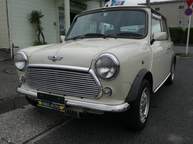 ミキオート【MIKIAUTO】はローバー(bmw)ミニクーパー(MINI)のプロショップです。MINIの中古車販売、パーツ、人気色オールドイングリッシュホワイト入庫しました。