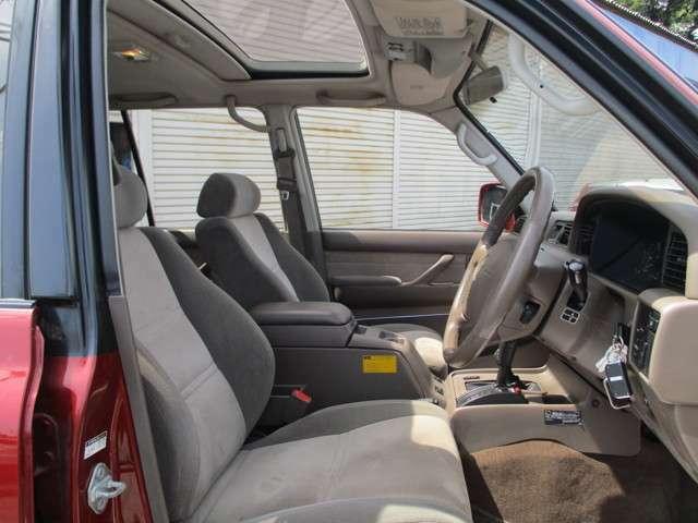 シートカバーやナビ、既存のナビの移植、オーディオなど車内のカスタムの事なら何でもご相談ください。