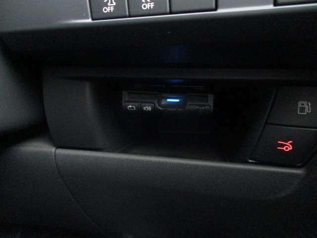 ドライブの必需品となったETCが搭載になっております。