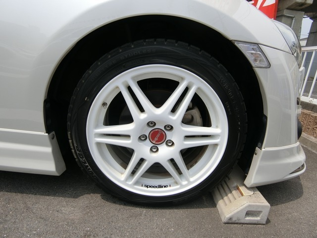 外品17インチAWですこのお車によく似合っていますねタイヤは3分山くらいです。