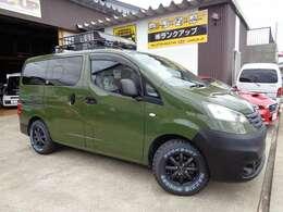 新品社外マットブラックホイール、新品MAXXIS MUDDER BUCKSHOTのMTタイヤなどを使い仕上げた一台!!