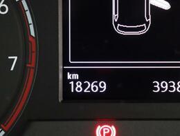 ★マルチファンクションインジケーターはメーター内のディスプレイに時刻、瞬時平均燃費、走行距離、平均速度、運転時間、外気温度など表示。最小限の視界移動でドライビングに役立つ情報が得られます。