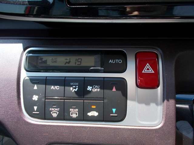 オートエアコン付きなので、社内の温度を快適に保ってくれます♪