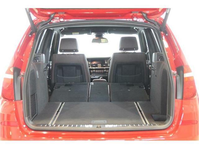 後部座席を倒すことで更に広大なラゲッジルームを確保することができます。