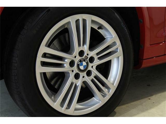 純正18インチアルミホイールが装着されています。タイヤサイズは245/50R18が装着されております。