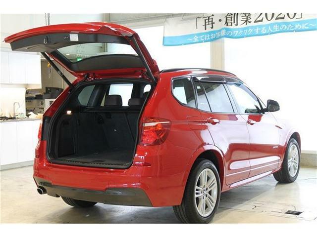 電動リアゲート搭載トランクは日々のドライブにもお買い物にも幅広く活躍してくれます。