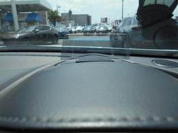 アクティブドライビングディスプレイで走行速度の表示も可能になっております。目線の動きも少ないので安心ですね。