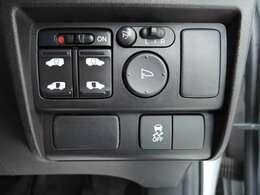 左右電動スライドドア。運転席からでも操作可能。