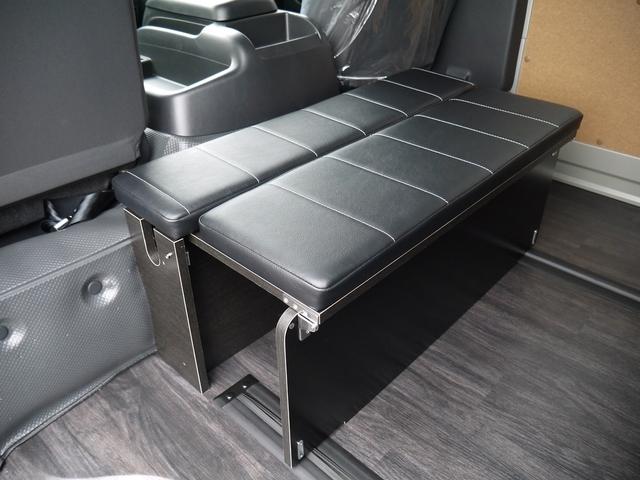 折り畳みが可能な簡易シートとなります。
