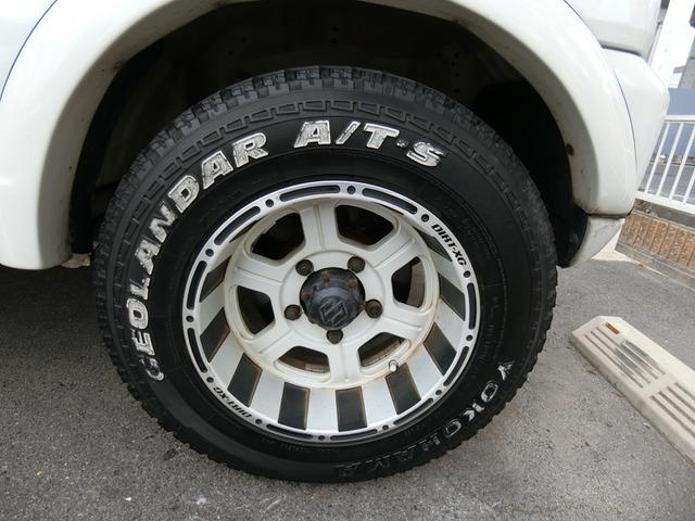 外品15インチAWですこのお車によく似合っていますねタイヤは3分山くらいです。