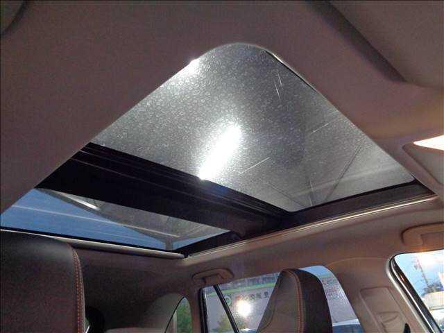 【パノラマサンルーフ】人気メーカーオプション。開放感溢れる車内を演出します☆
