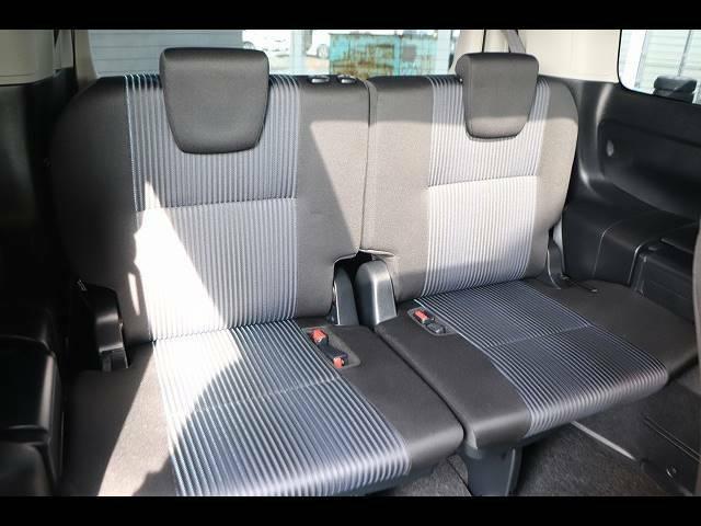 セカンドシートの状態も良好です!後席に8人乗車していただいても十分の広さなのでレジャーや旅行にもオススメの一台です