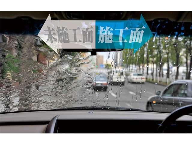 Bプラン画像:ウィンドガラスの「雨の日もよく見える撥水コーティング」汚れが付きにくく、落としやすくなります。