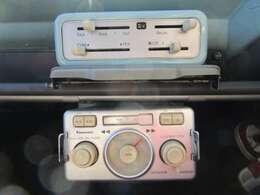 エアコンスイッチ&純正オーディオ!カセット&チューナーです。