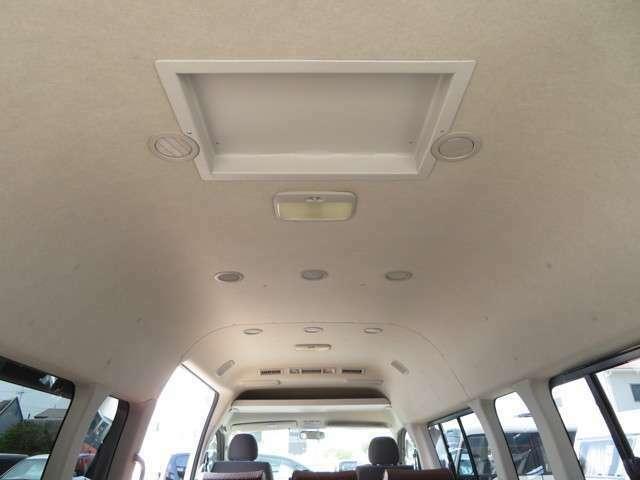 天井にもクーラーの吹き出し口が御座います。