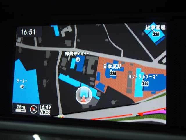 コマンドシステムを搭載したメルセデス純正HDDナビ。ミュージックサーバーやBluetooth、地デジなど様々な機能が付いております。