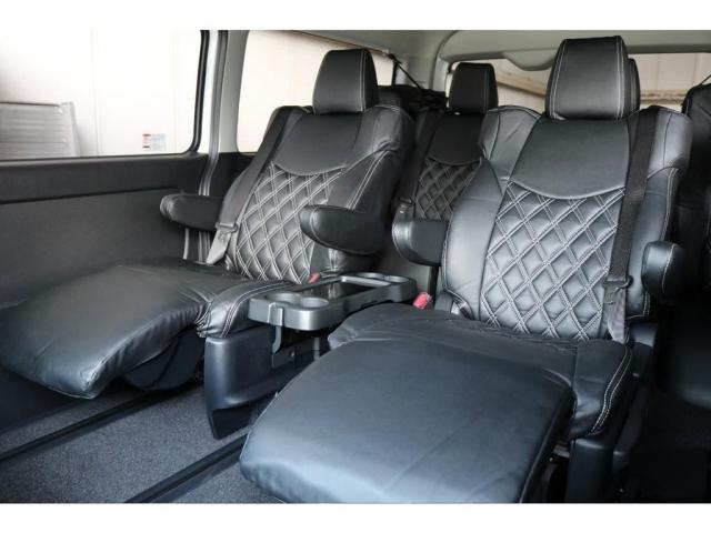 キャプテンシート4脚で後部座席の方も快適にドライブしていただけます♪