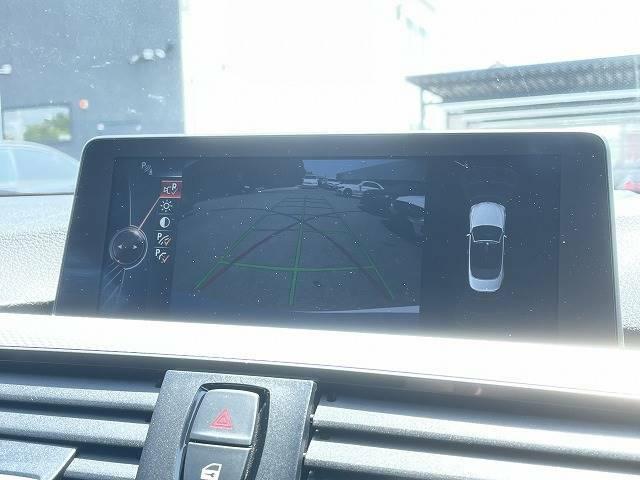 【バックカメラ】駐車時も安心できますね。