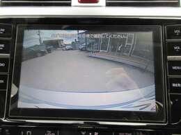 純正8型メモリーナビになりますので大画面です♪ バックカメラ付きで駐車も安心ですね♪