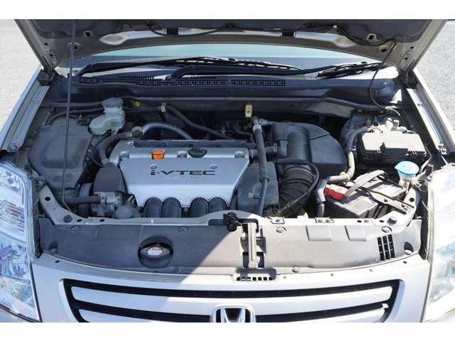 カーレボの車はバッテリーフル充電?そうなんです(^^)お客様にお車を納車する前に、放電したバッテリーでも再生できるバッテリー再生機を使ってバッテリー内部のコンディションを整えてからフル充電して納車!