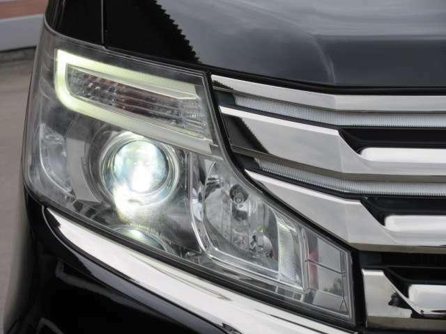 純正LEDポジションランプ&HIDヘッドライトユニット搭載♪ 後期モデルよりコの字型のLEDポジションランプが搭載されます♪
