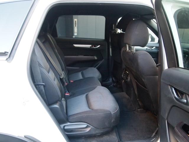 後部座席もとってもゆったりスペース