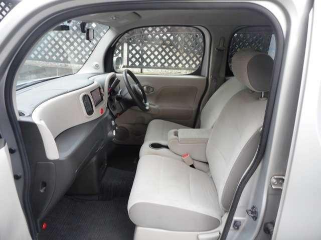 ♪前席は広めでゆったりと運転ができます!シートの状態も良く、切れ・破れもありません!♪